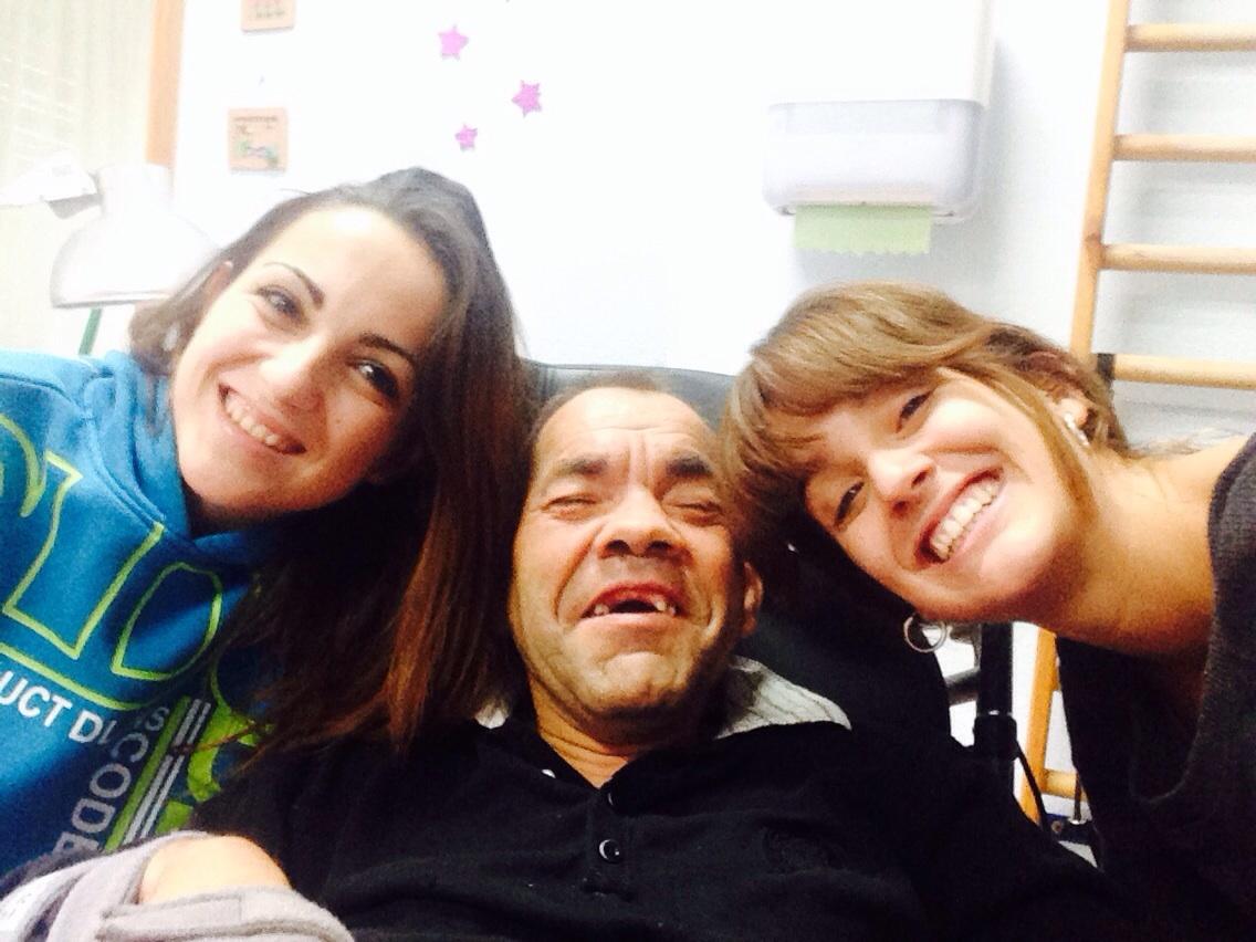 Pilar e Irene, alumnas en prácticas de Fisioterapia en el Centro San Rafael